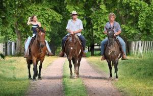 lapaz cabalgatas 300x188 Turismo Rural en Uruguay: Tres Opciones Para Este Otoño