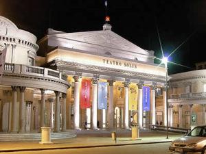 teatro solis 300x225 Barrios de Montevideo: Ciudad Vieja
